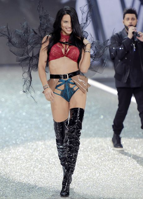 Nhung man trinh dien 'thang hoa' trong Victoria's Secret Fashion Show 2016 - Anh 32