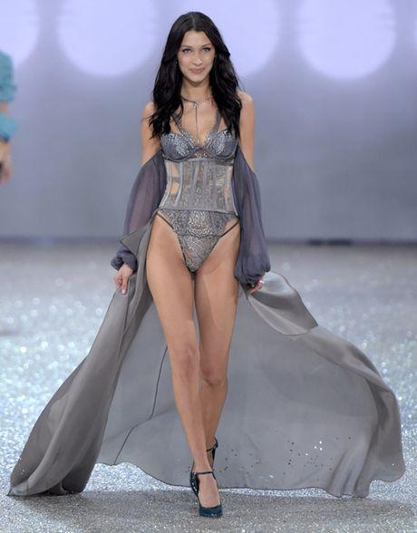 Nhung man trinh dien 'thang hoa' trong Victoria's Secret Fashion Show 2016 - Anh 33