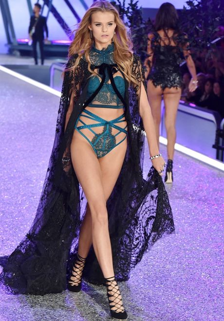 Nhung man trinh dien 'thang hoa' trong Victoria's Secret Fashion Show 2016 - Anh 46
