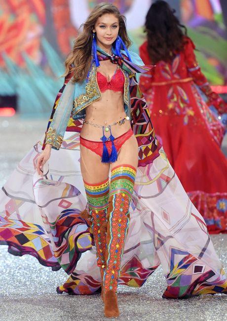 Nhung man trinh dien 'thang hoa' trong Victoria's Secret Fashion Show 2016 - Anh 4