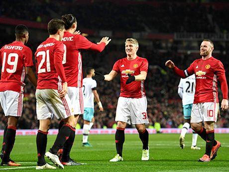 Man United: Dang sau chien thang o League Cup la ca dong cau hoi danh cho Mourinho - Anh 2
