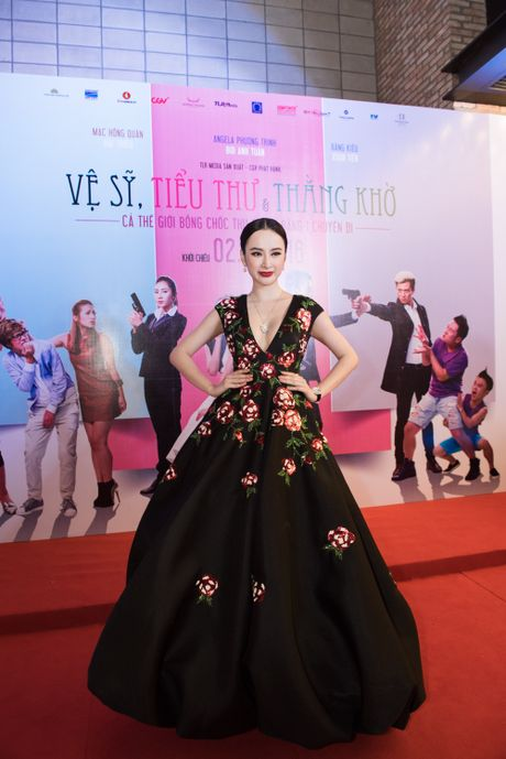 Angela Phuong Trinh goi cam, quyen ru duoi cai lanh cua Ha Noi - Anh 1