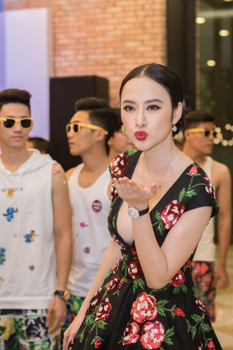 Angela Phuong Trinh goi cam, quyen ru duoi cai lanh cua Ha Noi - Anh 3