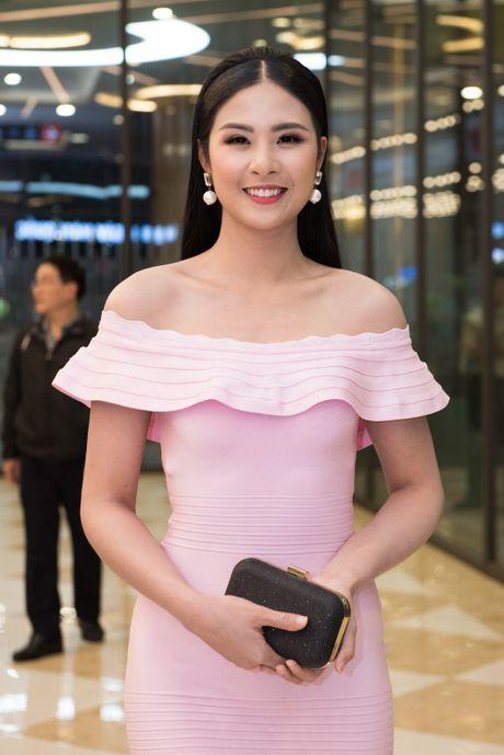 Angela Phuong Trinh goi cam, quyen ru duoi cai lanh cua Ha Noi - Anh 7
