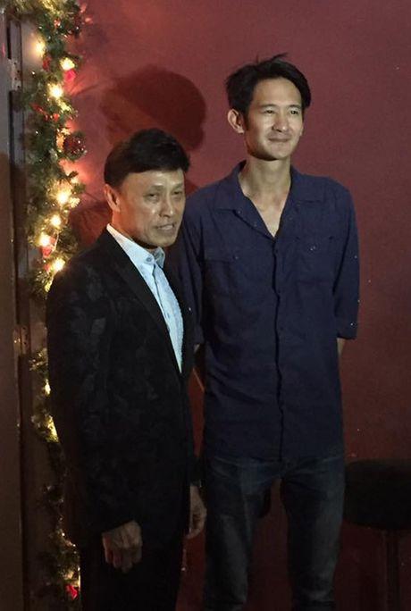 Tuan Ngoc lan dau xuat hien cung con trai rieng cua vo - Anh 1