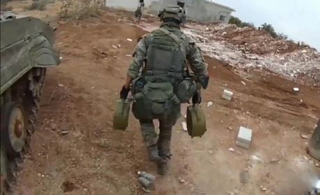 Robot chien tranh Nga da o Syria, phien quan IS coi chung - Anh 9