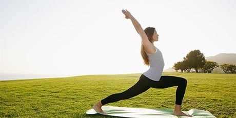 Mo bung lau nam se bi triet tan goc voi 3 dong tac Yoga co ban - Anh 1