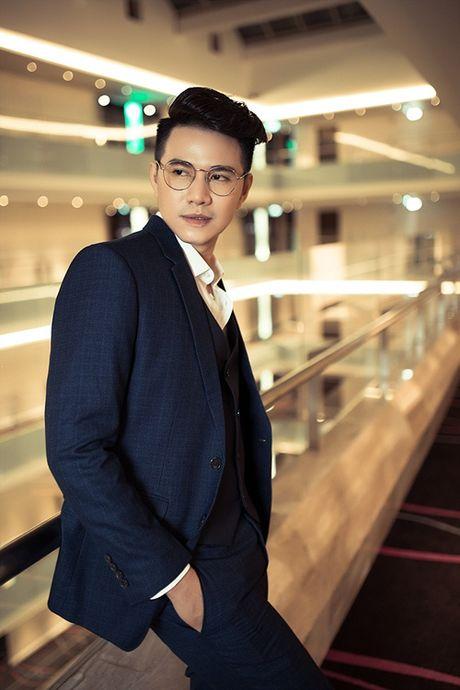 A hau Thanh Tu tu tin lam mau anh ben MC Vu Manh Cuong - Anh 10