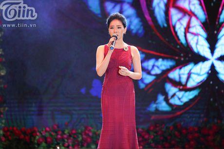 Duong Trieu Vu khong ngai om hon Dam Vinh Hung tren san khau - Anh 12