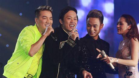 Duong Trieu Vu khong ngai om hon Dam Vinh Hung tren san khau - Anh 4