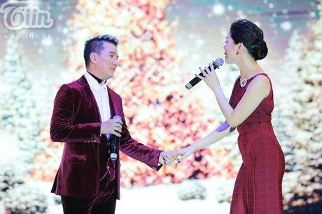 Duong Trieu Vu khong ngai om hon Dam Vinh Hung tren san khau - Anh 6