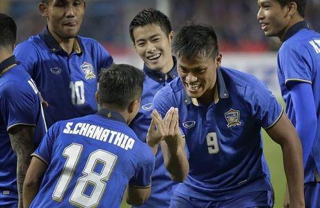 Kiatisak dang tang nha vua Thai Lan chuc vo dich AFF Cup - Anh 2