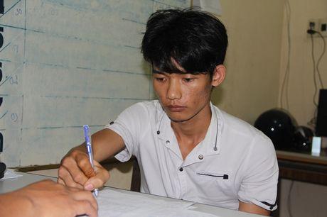 2 doi tuong 9x dung sung cuop tiem vang o Tay Ninh da bi bat - Anh 1