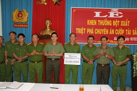 2 doi tuong 9x dung sung cuop tiem vang o Tay Ninh da bi bat - Anh 3