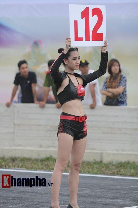"""Dan nguoi dep """"dot nong"""" giai dua mo to toc do o Binh Duong - Anh 6"""