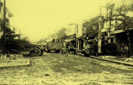 Chum anh kho quen ve Ha Noi mua dong nam 1946 (3): Ha Noi hat khuc ca khai hoan - Anh 10