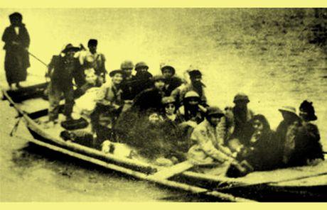 Chum anh kho quen ve Ha Noi mua dong nam 1946 (3): Ha Noi hat khuc ca khai hoan - Anh 12