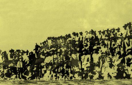 Chum anh kho quen ve Ha Noi mua dong nam 1946 (3): Ha Noi hat khuc ca khai hoan - Anh 13