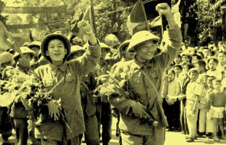 Chum anh kho quen ve Ha Noi mua dong nam 1946 (3): Ha Noi hat khuc ca khai hoan - Anh 14