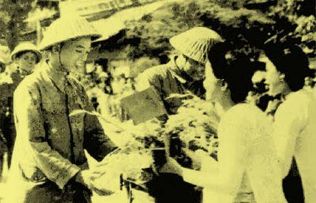 Chum anh kho quen ve Ha Noi mua dong nam 1946 (3): Ha Noi hat khuc ca khai hoan - Anh 15