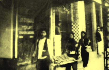 Chum anh kho quen ve Ha Noi mua dong nam 1946 (3): Ha Noi hat khuc ca khai hoan - Anh 1