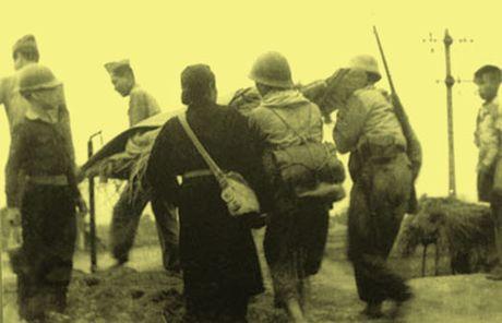 Chum anh kho quen ve Ha Noi mua dong nam 1946 (3): Ha Noi hat khuc ca khai hoan - Anh 2