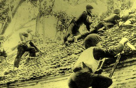 Chum anh kho quen ve Ha Noi mua dong nam 1946 (3): Ha Noi hat khuc ca khai hoan - Anh 4