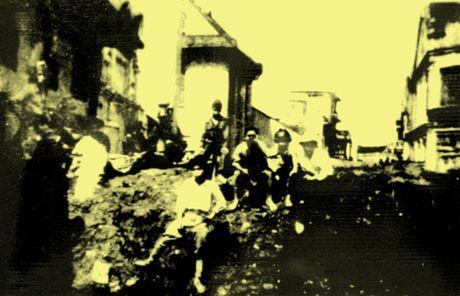 Chum anh kho quen ve Ha Noi mua dong nam 1946 (3): Ha Noi hat khuc ca khai hoan - Anh 6