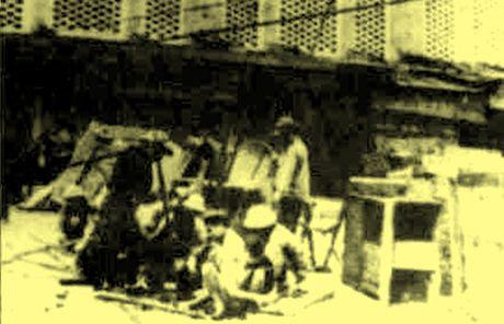 Chum anh kho quen ve Ha Noi mua dong nam 1946 (3): Ha Noi hat khuc ca khai hoan - Anh 7