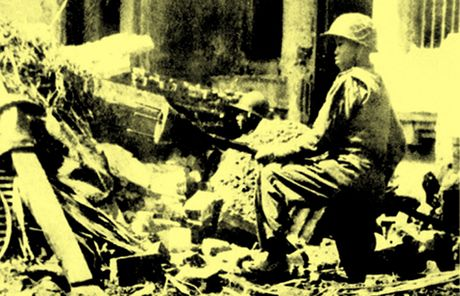Chum anh kho quen ve Ha Noi mua dong nam 1946 (3): Ha Noi hat khuc ca khai hoan - Anh 8