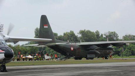 Indonesia: May bay lai roi khien 13 nguoi thiet mang - Anh 1
