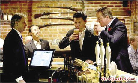 """Thuong vu """"bia ngoai giao"""" - Anh 1"""