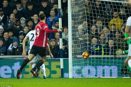 Man United danh bai West Brom nho cu dup cua Ibrahimovic - Anh 2