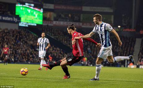 Man United danh bai West Brom nho cu dup cua Ibrahimovic - Anh 3