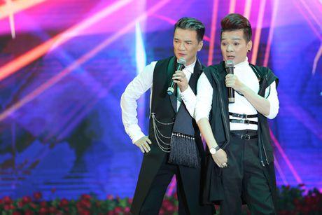 Duong Trieu Vu hon ma dong vien Dam Vinh Hung - Anh 10