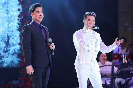 Duong Trieu Vu hon ma dong vien Dam Vinh Hung - Anh 11