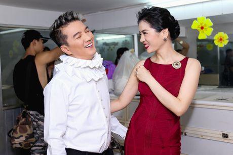 Duong Trieu Vu hon ma dong vien Dam Vinh Hung - Anh 2