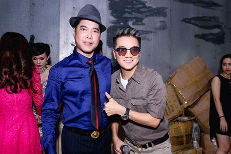 Duong Trieu Vu hon ma dong vien Dam Vinh Hung - Anh 3