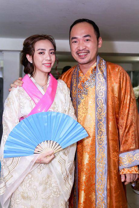 Duong Trieu Vu hon ma dong vien Dam Vinh Hung - Anh 8