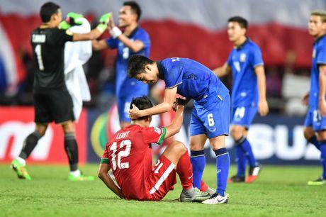 Thai Lan an ui cau thu Indonesia sau chung ket AFF Cup - Anh 1