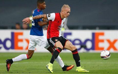 Man United hoi mua hau ve Feyenoord va Benfica - Anh 3