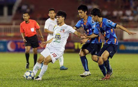'Mourinho Viet Nam' khuyen hoc tro khong da penalty nhu Cong Phuong - Anh 1