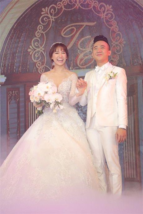 Ngo ngang voi nhan sac cua gia dinh co dau trong dam cuoi Tran Thanh- Hari Won - Anh 1