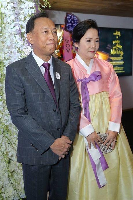 Ngo ngang voi nhan sac cua gia dinh co dau trong dam cuoi Tran Thanh- Hari Won - Anh 3