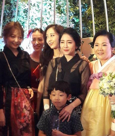Ngo ngang voi nhan sac cua gia dinh co dau trong dam cuoi Tran Thanh- Hari Won - Anh 4