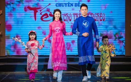 Hoa hau Thu Ngan trinh dien ao dai do Hoa hau Ngoc Han thiet ke - Anh 1
