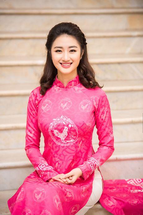Hoa hau Thu Ngan trinh dien ao dai do Hoa hau Ngoc Han thiet ke - Anh 4