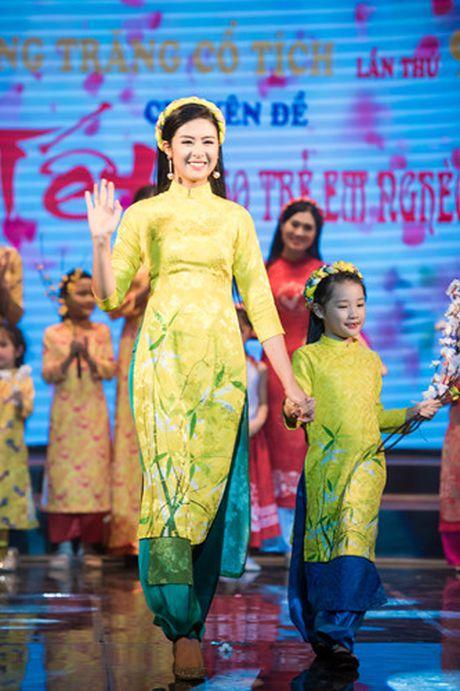 Hoa hau Thu Ngan trinh dien ao dai do Hoa hau Ngoc Han thiet ke - Anh 7