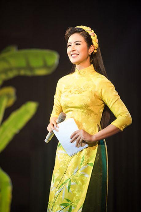 Hoa hau Thu Ngan trinh dien ao dai do Hoa hau Ngoc Han thiet ke - Anh 8