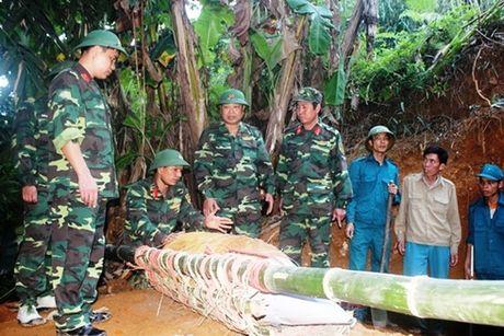 Yen Bai: Huy no qua bom nang 350 kg - Anh 1
